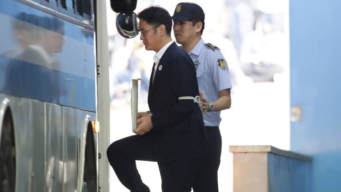 Lee Jae-yong being taken into custody for Samsung Scandal